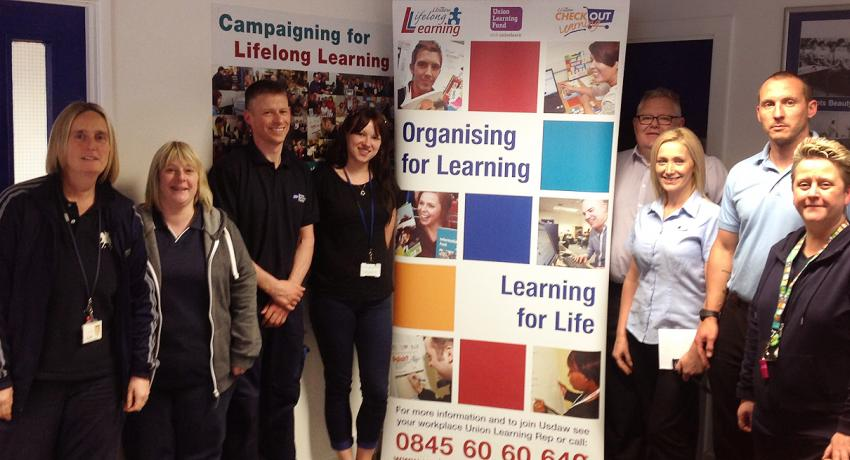 USDAW Project Worker, ULRs and students at their Learning Centre in Boots, Nottingham ©unionlearn